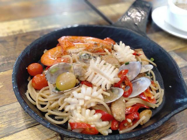 spaghetti seafood agilo olio restoran lemon tree johor bahru