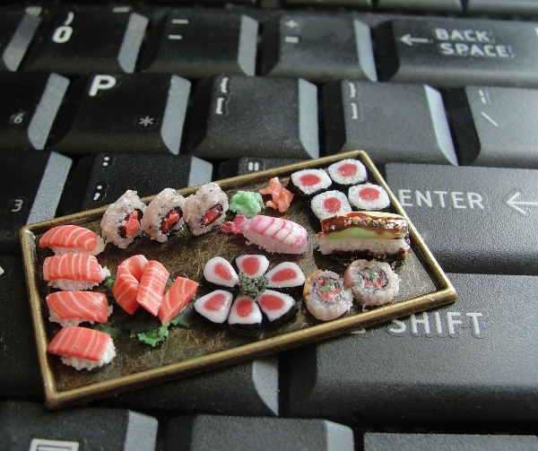 13-Sushi-Platter-Kim-Clough-fairchildart-Dolls-House-Miniature-Clay-Food-Art-www-designstack-co