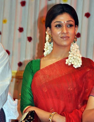 Nayanthara cute saree photos