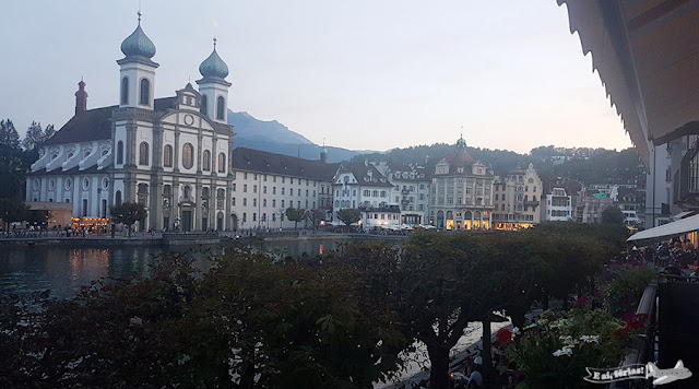 Restaurante Pfistern, Lucerna, Suíça. Igreja Jesuíta