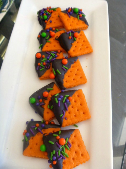 Need some last minute Halloween treats that are simple and quick?  I have 3 for you that you can make in a jiffy, and they are TOTALLY CUTE! - Slice of Southern