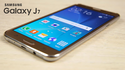 Samsung Galaxy J7 Specifications - LAUNCH Announced 2015, June Versions J700F (India, Thailand); J700M (LATAM); J700H with no LTE (South Africa, Pakistan, Vietnam) Also known as Samsung Galaxy J7 Duos with dual-SIM card slots DISPLAY Type Super AMOLED capacitive touchscreen, 16M colors Size 5.5 inches (~69.6% screen-to-body ratio) Resolution 720 x 1280 pixels (~267 ppi pixel density) Multitouch Yes BODY Dimensions 152.2 x 78.7 x 7.5 mm (5.99 x 3.10 x 0.30 in) Weight 171 g (6.03 oz) SIM Single SIM (Micro-SIM) or Dual SIM (Micro-SIM, dual stand-by) PLATFORM OS Android OS, v5.1 (Lollipop), upgradable to v6.0.1 (Marshmallow) CPU Octa-core (4x1.4 GHz Cortex-A53 & 4x1.0 GHz Cortex-A53) Octa-core 1.5 GHz Cortex-A53 Chipset Qualcomm MSM8939 Snapdragon 615Exynos 7580 Octa GPU Adreno 405 Mali-T720MP2 MEMORY Card slot microSD, up to 256 GB (dedicated slot) Internal 16 GB, 1.5 GB RAM CAMERA Primary 13 MP, f/1.9, 28mm, autofocus, LED flash Secondary 5 MP, f/2.2, 23mm, LED flash Features Geo-tagging, touch focus, face detection, panorama Video 1080p@30fps NETWORK Technology GSM / HSPA / LTE 2G bands GSM 850 / 900 / 1800 / 1900 - SIM 1 & SIM 2 (dual-SIM model only) 3G bands HSDPA 850 / 900 / 1900 / 2100 - J700F, J700H  HSDPA 850 / 900 / 1700(AWS) / 1900 / 2100 - J700M 4G bands LTE band 1(2100), 3(1800), 5(850), 7(2600), 8(900), 20(800), 40(2300) - J700F    LTE band 1(2100), 2(1900), 3(1800), 4(1700/2100), 5(850), 7(2600), 17(700), 28(700) - J700M Speed HSPA 21.1/5.76 Mbps HSPA, LTE Cat4 150/50 Mbps GPRS Yes EDGE Yes COMMS WLAN Wi-Fi 802.11 b/g/n, Wi-Fi Direct, hotspot NFC Yes (Snapdragon model only) GPS Yes, with A-GPS, GLONASS USB microUSB v2.0 Radio FM radio, RDS, recording Bluetooth v4.1, A2DP FEATURES Sensors Accelerometer, proximity Messaging SMS(threaded view), MMS, Email, Push Mail, IM Browser HTML5 Java No SOUND Alert types Vibration; MP3, WAV ringtones Loudspeaker Yes 3.5mm jack Yes BATTERY  Removable Li-Ion 3000 mAh battery Stand-by  Talk time  Music play  MISC Colors White, Black, Gold SAR US 1.25 W/kg (head)     1.36 W/kg (body)  SAR EU 0.50 W/kg (head)     0.37 W/kg (body)     - ANT+ support - MP4/WMV/H.264 player - MP3/WAV/WMA/eAAC+/FLAC player - Photo/video editor - Document viewer