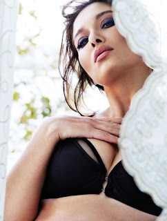Nurgul Yesilcay sexy photos images