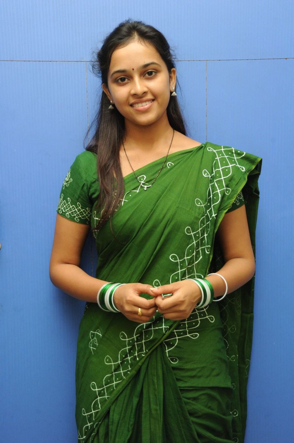 Actress Sri Divya Photos: Actress Sri Divya Saree Stills