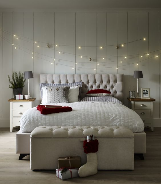 Christmas stuff 30 christmas bedroom decorating ideas on for Over the bed decoration ideas