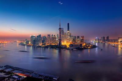 Ciudad impresionante vista al atardecer