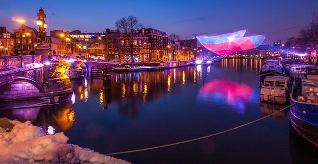 Festival de luzes em Amsterdã no inverno