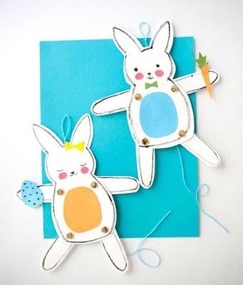 Marionette a forma di coniglio per raccontare storie fantastiche ai bambini