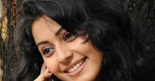~Picx~: Actress Rakul Preet Singh Cute Photo Stills Gallery