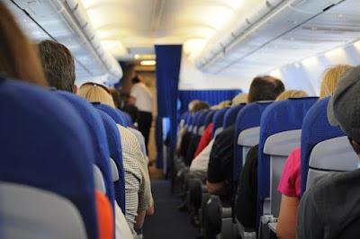 Tips Beristirahat di Dalam Pesawat