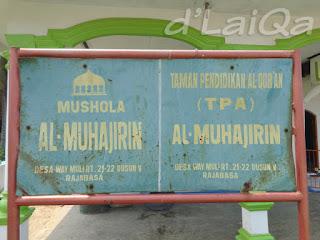 papan nama mushola Al-Muhajirin