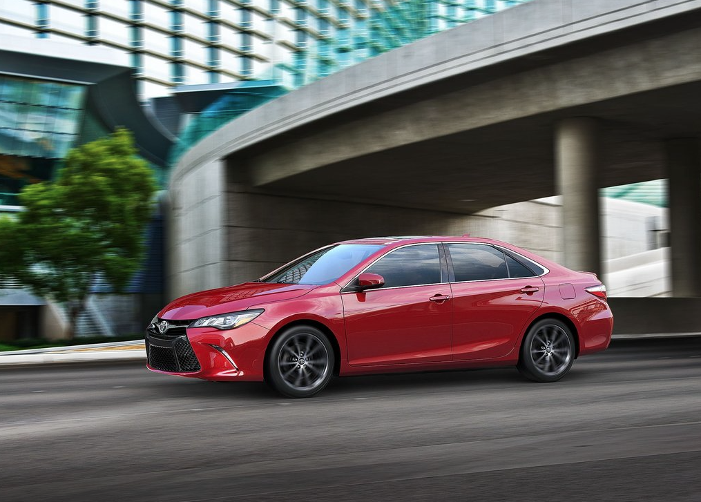 2015 Toyota Camry XSE red