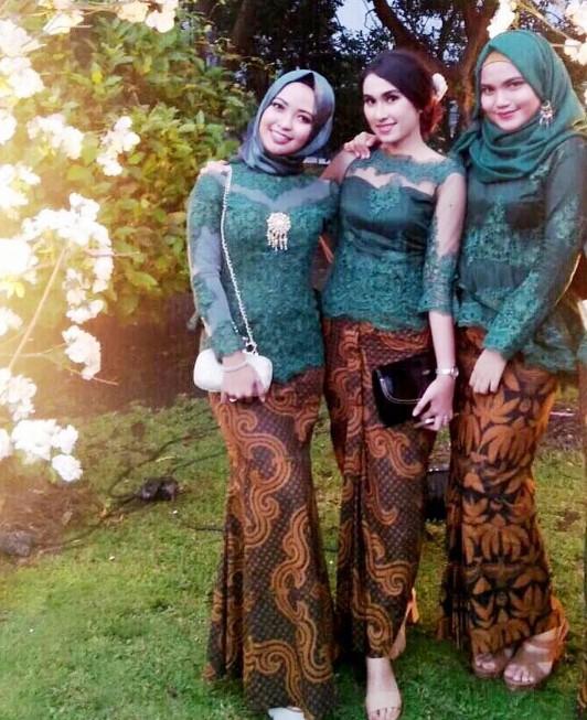 Baju Kebaya Bawahan Batik: 25+ Koleksi Baju Kebaya Batik Modern Wanita Untuk Pesta