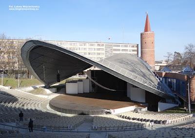 Amfiteatr Tysiąclecia w Opolu i Wieża Piastowska