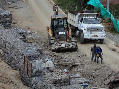 Construcción de muro de contención de gavión