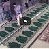Astaqfirullah,SEDANG JEMAAH ASYIK MENGADAP ILAHI  SEKILAS IBLIS Memeprlihatkan KEWujudAN Aslinya Didalam Masjid.. MARI SAKSIKAN VIDEO INI