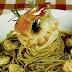 Veja como preparar um delicioso 'Espaguete com Camarão ao Alho e Ervas'