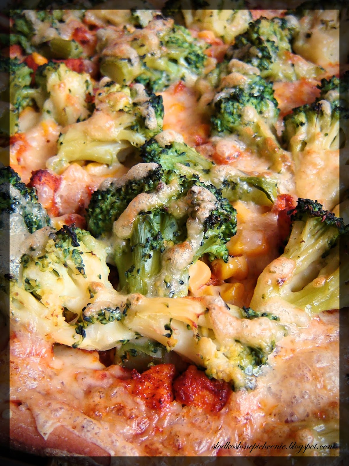 Pizza z kurczakiem i brokułami