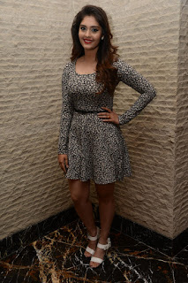 Surabhi at vivo phone launch 004
