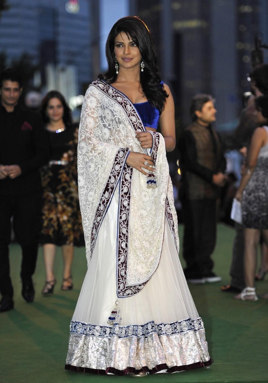 Bollywood Sarees Navels: Bollywood Actress Saree Collection