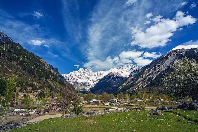 Matiltan is a picturesque spot comes after Usho and located at a distance of about 11 km away from Kalam. It is famous for huge glaciers, thick forests and lofty moauntain peaks.