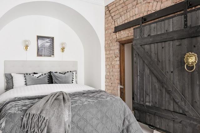 usa glisanta din lemn in dormitor