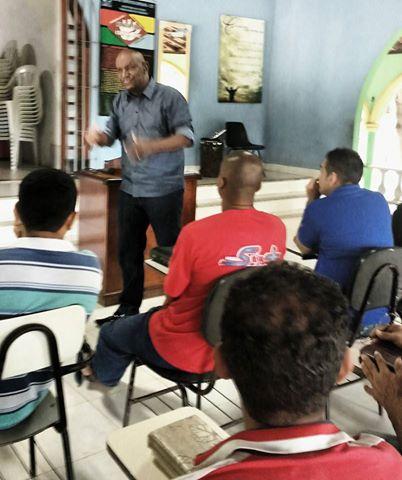 Deputado Cabo Campos visita comunidade terapêutica em Imperatriz