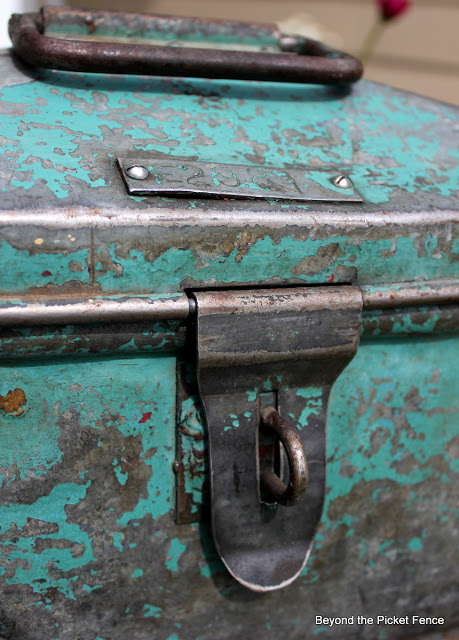 id number on a vintage toolbox