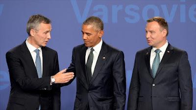 El secretario general de la OTAN, Jens Stoltenberg (izda.), junto a los presidente de EE.UU., Barack Obama (centro) y de Polonia, Andrzej Duda, antes del inicio de la 28 cumbre de la Alianza Atlántica en Varsovia, 8 de julio de 2016.