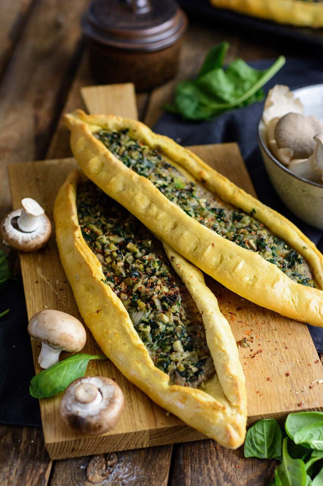 Rezept Pide mit Wurst, Pide mit Spinat und Pilzen