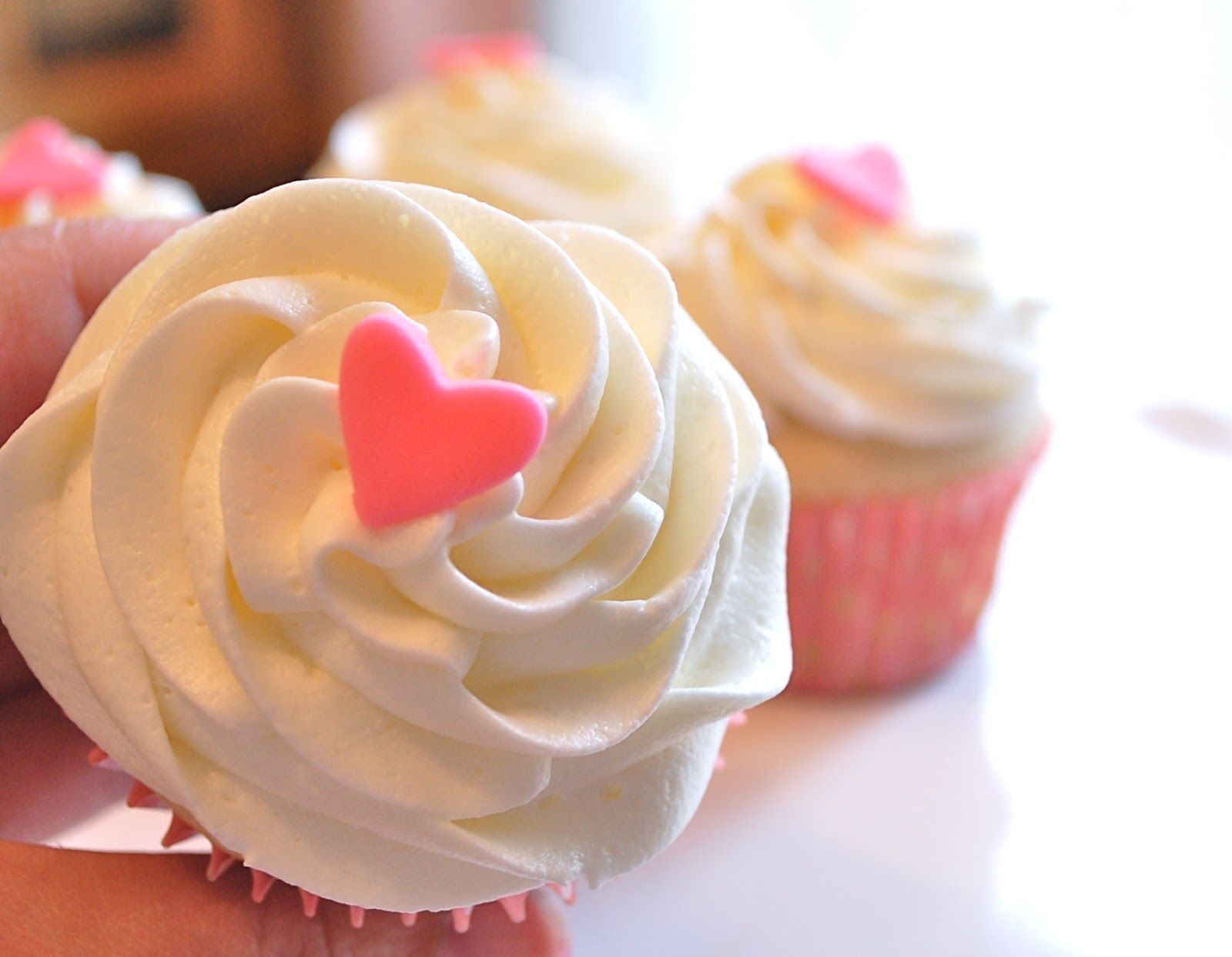Chef Mommy: Small Batch Vanilla Cupcakes (makes 4 Cupcakes