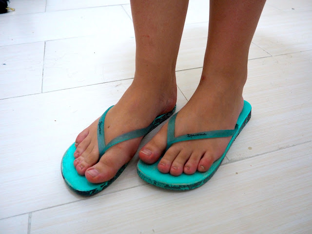 Hit Shuffle | outfit shoe details of turquoise blue flip flops with printed soles