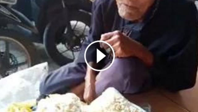 VIDEO: Meski Usianya Sudah 100 Tahun, Abah Yayat Tetap Mengais Rezeki Demi Keluarga