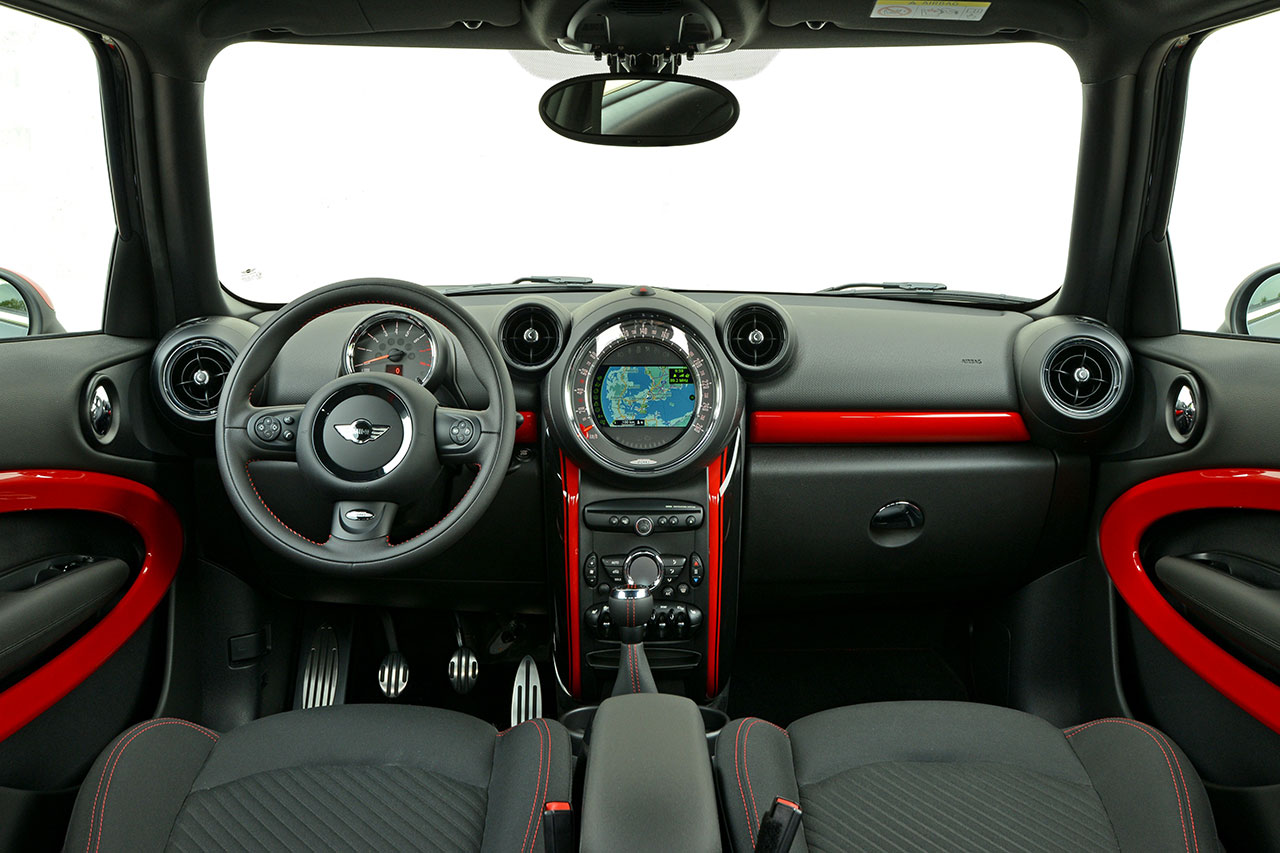 The new MINI John Cooper Works Paceman dash