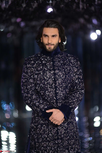 Alia Bhatt and Ranveer Singh walks the ramp for Manish Malra during Indian Couture Week 2017 Grande Finale  6 ~  Special 006.jpg