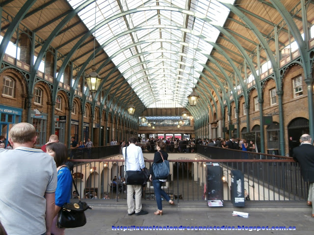 Interior del mercado de Covent Garden, Londres.