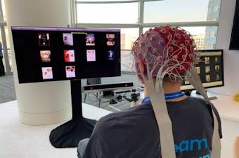 سامسونغ تختبر تقنية جديدة للتحكم في التلفزيون عبر الدماغ!