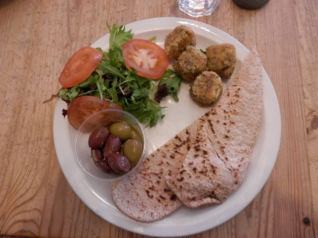 What do vegans eat in Wales?  In Aberdovey, Aberystwyth and Macynlleth.  secondhandsusie.blogspot.com #vegan #veganuk #veganwales