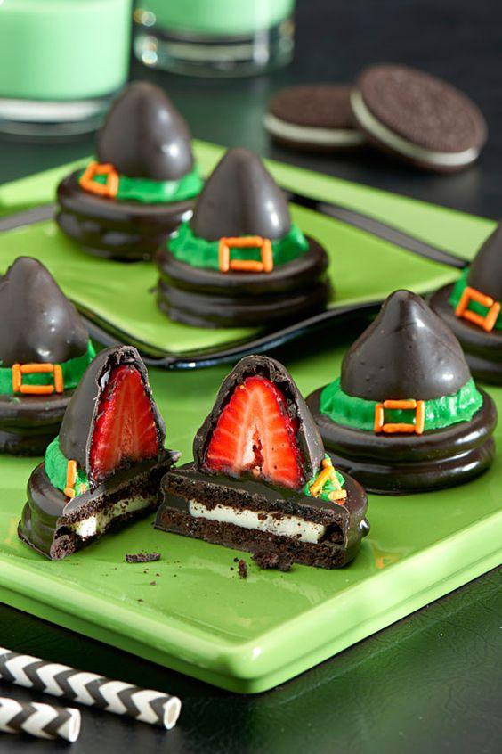 клубника, клубника рецепты, десерты из клубники, самые вкусные клубничные десерты, что можно сделать из клубники, ягодный десерт, клубника в глазури, десерт из свежих ягод, рецепты из клубники, клубника в шоколаде в домашних условиях, клубника в шоколаде на подарок, букет из клубники, букет из ягод, подарки на 5 марта, подарки на день влюбленных, ягоды в шоколаде, клубника в шоколаде мастер класс, как делать клубнику в шоколаде на продажу, клубника в шоколаде в домашних условиях, букет из клубники в шоколаде, торт клубника в шоколаде, клубника сладкоежка, фрукты в шоколаде, Варенье «Клубника в шоколаде», Как приготовить клубнику в шоколаде, Клубника в белом шоколаде и кокосовой стружке, Клубника в белом шоколаде и темных шоколадных чипсах, Клубника в глазури для романтического свидания, Клубника в розовом шоколаде на шпажках, Клубника в смокинге, Клубника в темном шоколаде, Клубника в шоколаде, Клубника в шоколаде «Божьи коровки» на День, Влюбленных, Клубника в шоколаде и хрустящем арахисе, Клубника в шоколаде на Хэллоуин,, Клубника в шоколаде с карамельными фигурками, Клубника в шоколаде Санта-Клаус, Клубника в шоколадном корсете, Клубника в шоколадных лодочках, Клубничные букеты — идеи, Клубничный шоколадный букет, Красивое оформление клубники в шоколаде, «Мраморная» клубника, «Услада для романтиков» — клубника в глазури, «Шляпа ведьмы» — клубника в шоколаде, Шоколадно-клубничные сердечки,декор блюд на Хэллоуин, рецепты на Хэллоуин, Хэллоуин, праздничные блюда на Хэллоуин, рецепты,,Hallows' Eve, All Saints' Eve, на Хэллоуин, идеи на Хэллоуин, еда на Хэллоуин, сладости на Хэллоуин, сладости, клубника в шоколаде, печенье с клубникой, сладости из клубники, ягоды, клубничные пирожные, глазурь, шляпа, щляпа ведьмы, клубника на Хэллоуин,