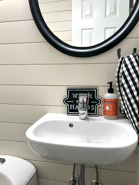 New Bathroom in Farmhouse Style. Homeroad.net