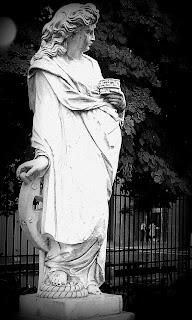 Estátua na Alsina com a Defensa, Buenos Aires