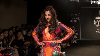 Chitrangada+Singh+walks+the+Ramp+in+Sizzling+Deep+Neck+Top+%7E+CelebsNext+Exclusive+012.jpg
