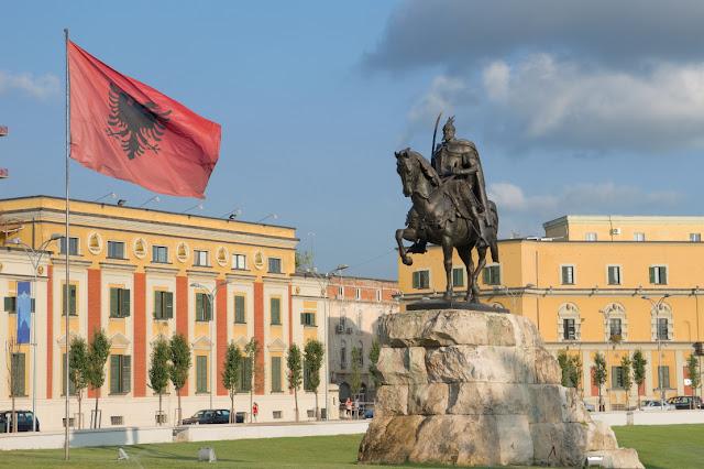 Διεκδικήσεις ελληνικών εδαφών στα αλβανικά σχολικά βιβλία
