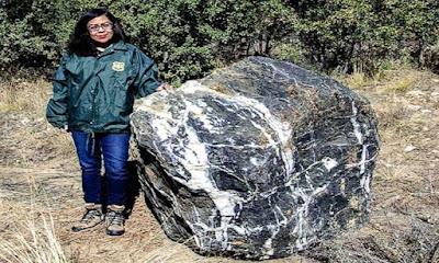ظهور صخرة عملاقة,