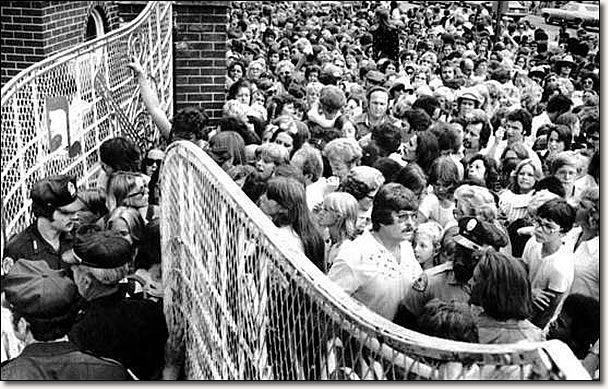 Retro Kimmer S Blog How Elvis Died August 16 1977 In