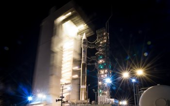 Wallpaper: Atlas-V rocket at Vandenberg Air Force Base