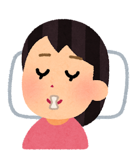 口いびき防止テープを貼って寝る人のイラスト(女性)