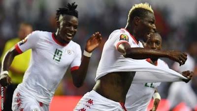 La selección de Burkina Faso festeja su victoria contra Túnez en los cuartos de final de la Copa Africana 2017