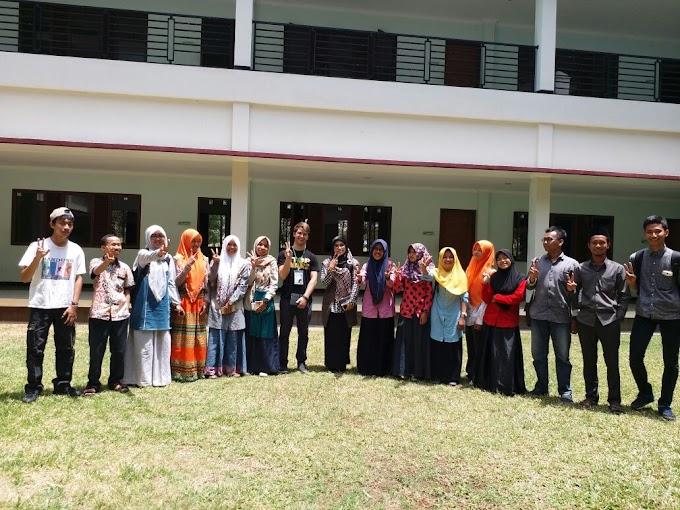 Peace-Santren Community berbagi pengalaman dengan Collin dari Peace Generation