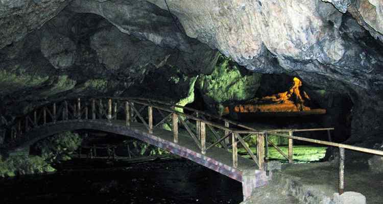 Peștera Bolii înainte de renovare